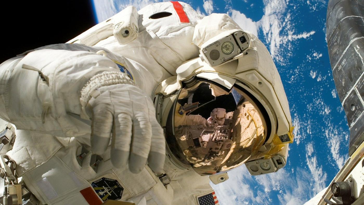 Chique e eficiente! Conheça o novo traje da NASA para missões na Lua
